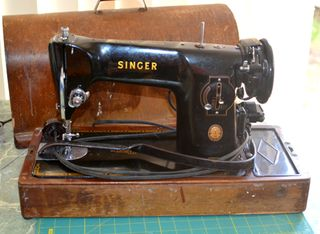Vintage singer sewing Machine 201k 1954