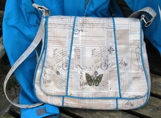 A Messenger Bag PDF sewing pattern designed by ChrisW Designs and crafted by Liz!