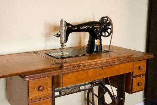 Melissa's Grandma's Sewing Machine!
