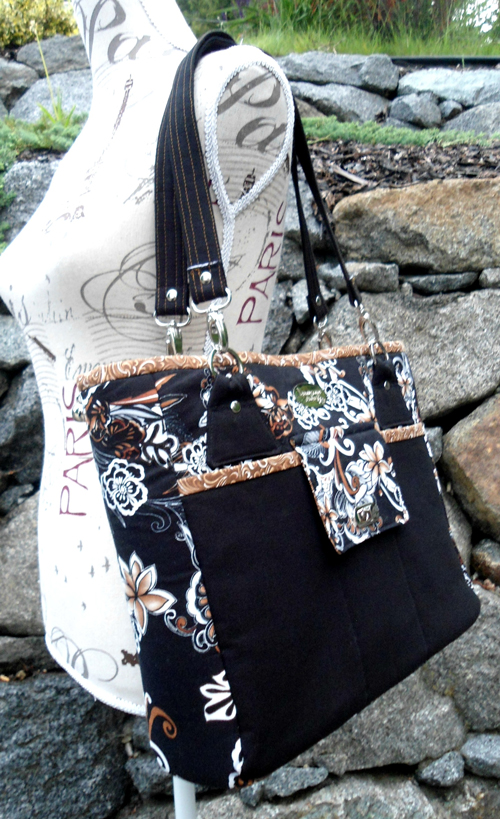 Sue of Dreamscape Studio made this Stow It All Tote!