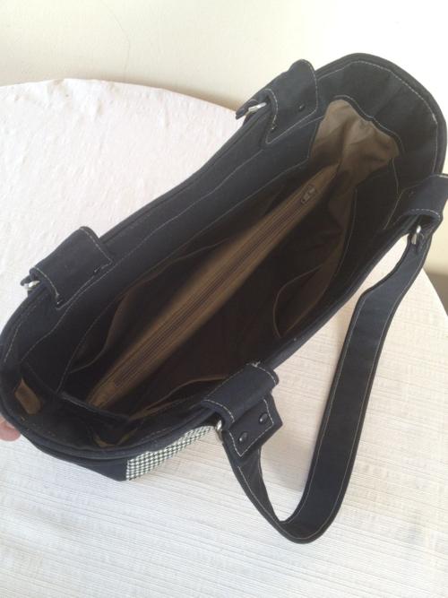 Recessed Zipper of Norma's Uptown Girl bag!
