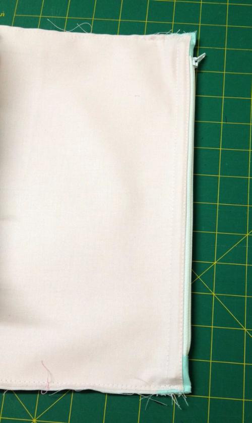 Uptown Girl Sew Along Zipper Divider Pocket