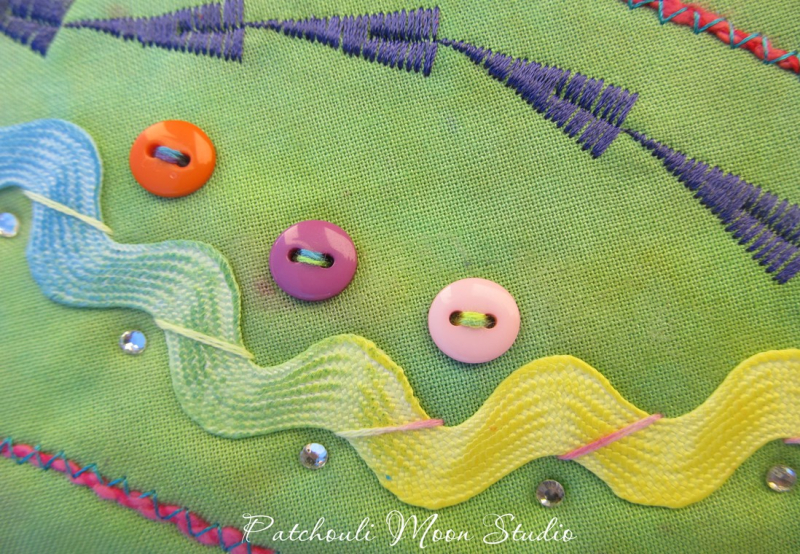 Picture 6 Closeup of RickRack stitching